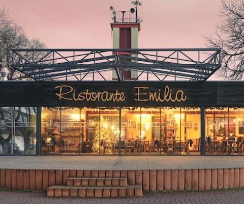 Večerné posedenie na terase reštaurácie Emilia v Ivanke pri Dunaji